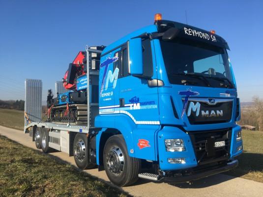 Nouveau camion porte machines avec Grue sur chenilles